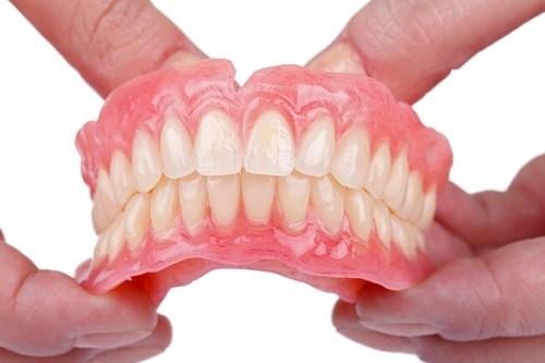 người cao tuổi có trồng răng implant được không 3