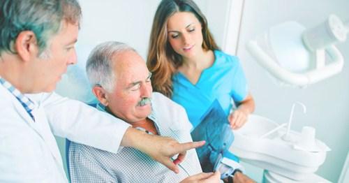khám tình trạng sức khỏe trước khi cấy ghép implant