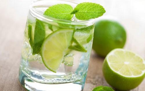giảm đau nhức khi mọc răng khôn với nước chanh