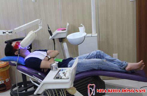 công nghệ tẩy trắng răng bằng đén zoom 6