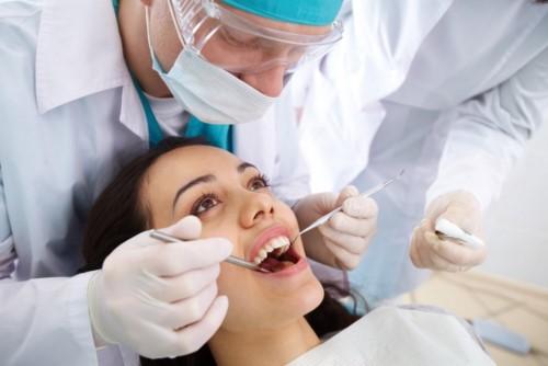 nên nhổ răng tại nhà hay phải đến nha khoa 2
