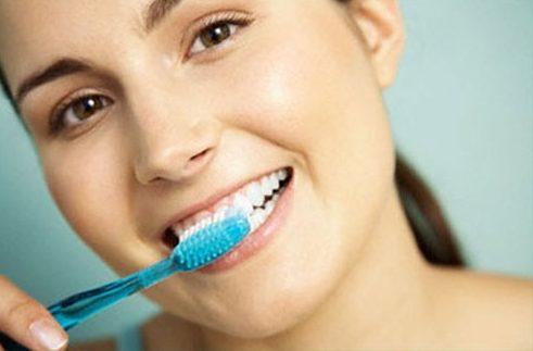 Những cách làm trắng răng tại nhà đơn giản 3