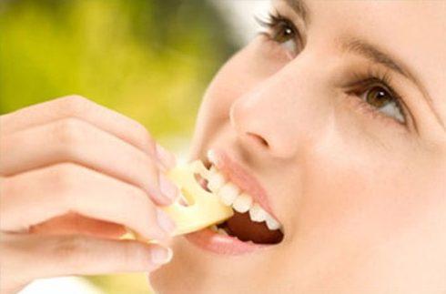 Những cách làm trắng răng tại nhà đơn giản 6