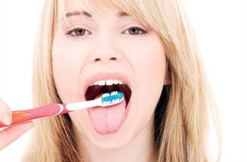 Những cách làm trắng răng tại nhà đơn giản Những cách làm trắng răng tại nhà đơn giản 7
