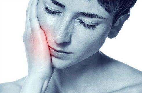 bị đau răng sau khi trồng răng giả thì phải làm sao 1