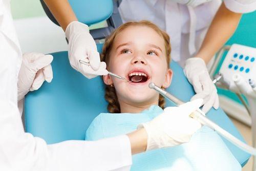 chữa sâu răng cho trẻ tại nha khoa