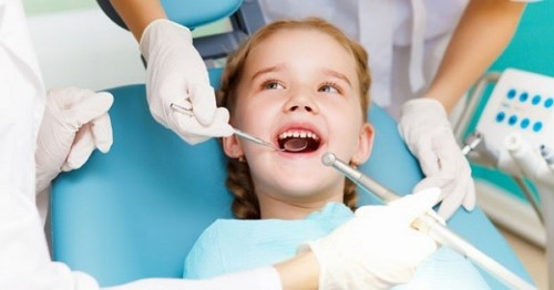khám răng miệng định kỳ cho trẻ