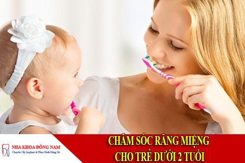 chăm sóc răng miệng trẻ dưới 2 tuổi