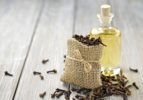 chữa răng ê buốt bằng dầu đinh hương
