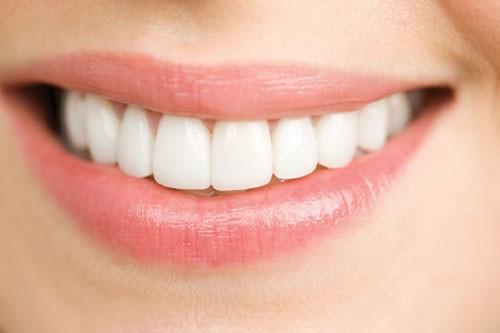 đính đá lên răng có ảnh hưởng gì không