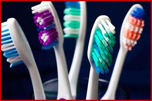 Rụng hết răng do đánh răng sai quy cách 3