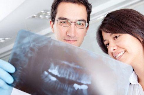 bác sĩ nha khoa làm răng sứ giỏi cần những yếu tố nào 1