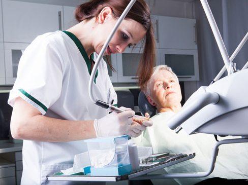 bệnh đau răng ở người già 7