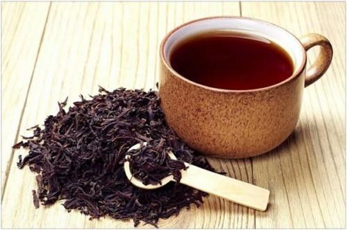 lấy vôi răng bằng trà đen