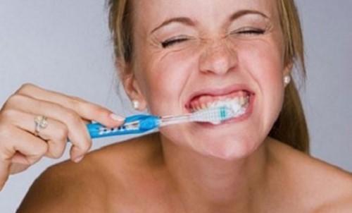 chăm sóc răng miệng sau khi bọc sứ