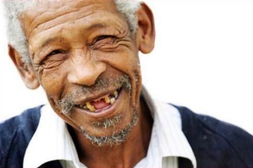 rụng răng ở người cao tuổi