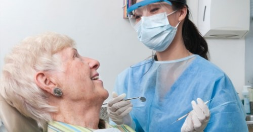 hiện tượng rụng răng ở người già là do đâu 3