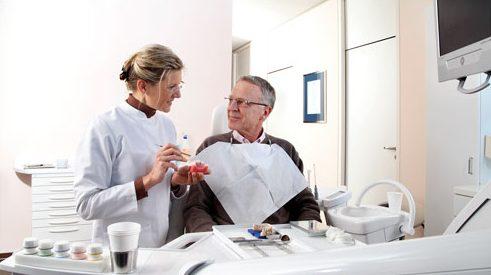 hiện tượng rụng răng ở người già là do đâu 5