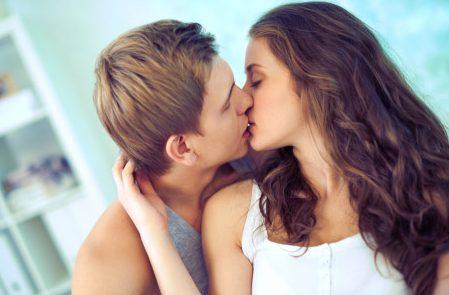 hôn nhau có bị lây sâu răng hay không 3
