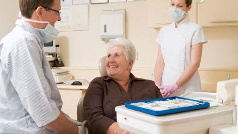 người già có nên nhổ răng không 2