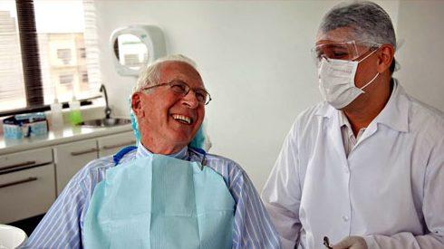 người già có nên nhổ răng không 4