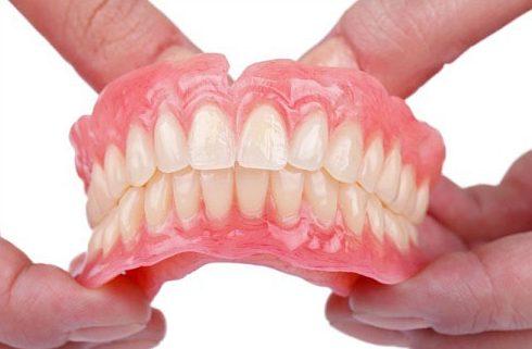 cách vệ sinh răng giả tháo lắp 3