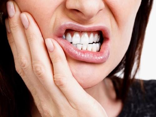 đau nhức răng do viêm tủy