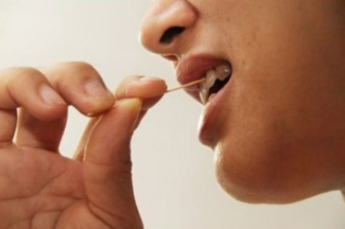 xỉa răng bằng tăm