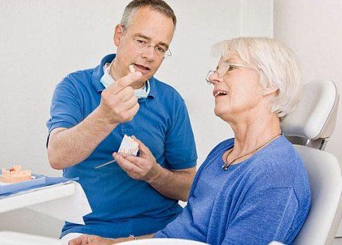 chia sẻ cách vệ sinh răng giả tháo lắp không phải ai cũng biết 6