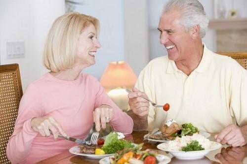 ăn uống không ngon miệng khi sử dụng hàm giả tháo lắp 3
