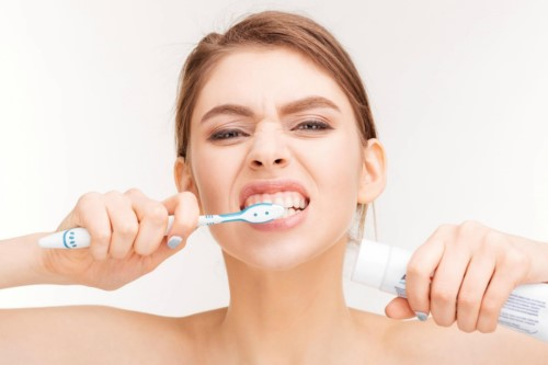 chải răng sai cách