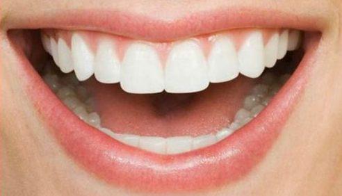 nguyên nhân bị đau răng sau khi trồng răng giả là do đâu 1