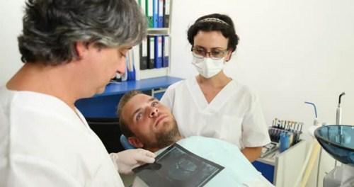 Tiêu xương hàm có cấy ghép implant được không 6