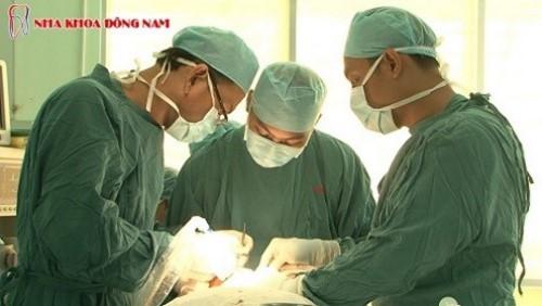 phẫu thuật đặt trụ implant