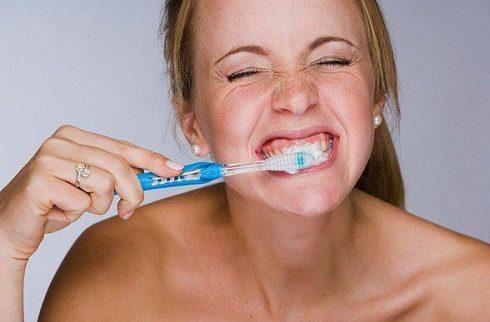 Nguyên nhân gây mảng bám trên răng và cách điều trị 1