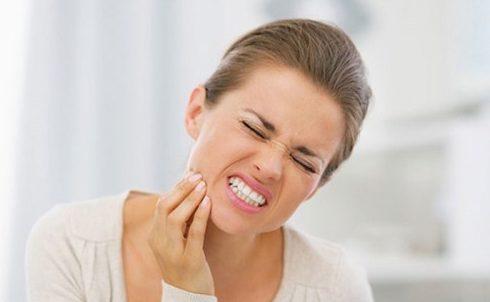 Dấu hiệu mọc răng khôn 1