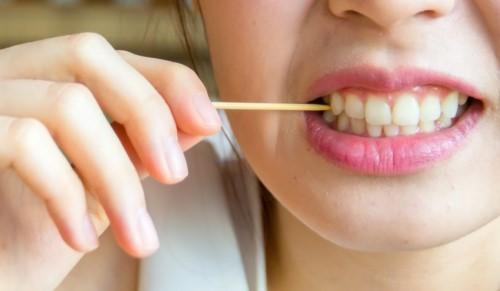 xỉa răng gây đau nướu răng