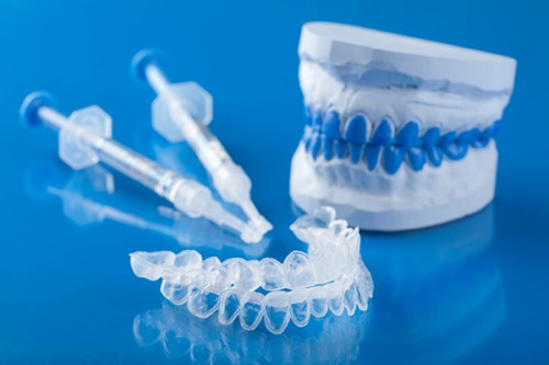 máng ngậm và thuốc tẩy trắng răng