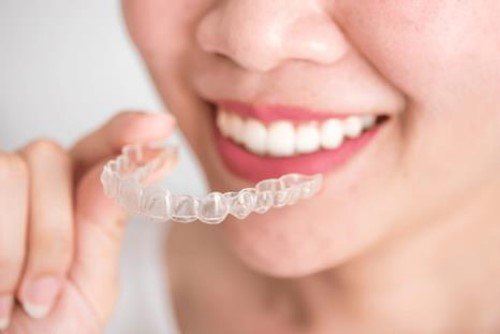 Niềng răng trong suốt Invisalign 4