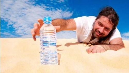cơ thể mất nước dẫn tới hôi miệng