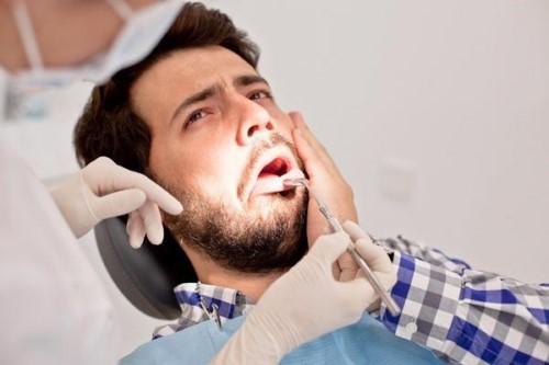 nguyên nhân bị ê buốt răng cửa