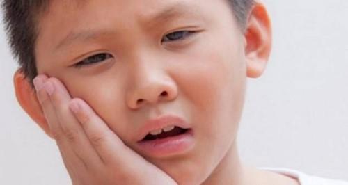 chảy máu chân răng ở trẻ em