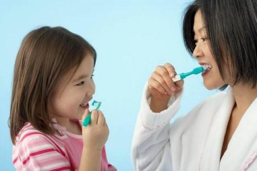 vệ sinh răng miệng cho bé