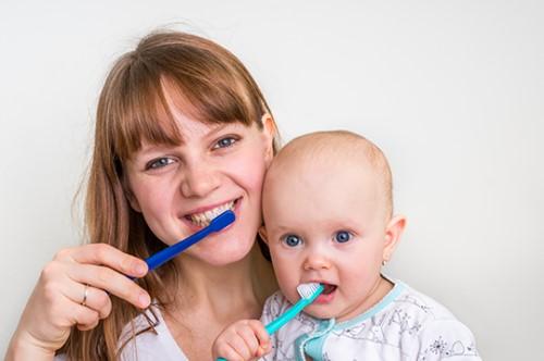 đánh răng cùng bé