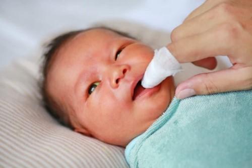 mẹo trị nhức răng cho bé