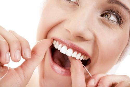 chăm sóc sau khi trồng răng sứ