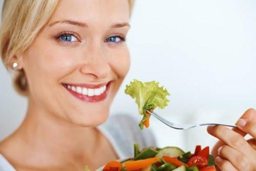 ăn gì sau khi trồng răng sứ