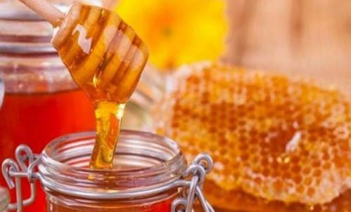 mật ong giúp ngăn ngừa chảy máu nướu răng