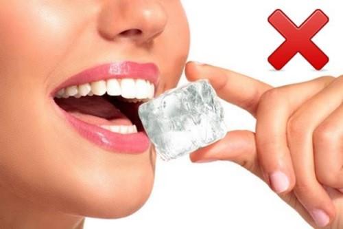nguyên nhân gãy răng hàm