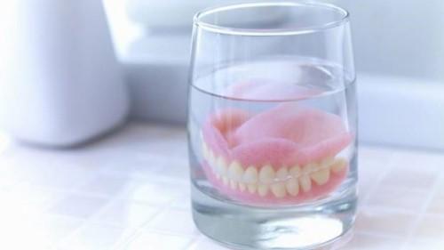 vệ sinh răng giả tháo lắp